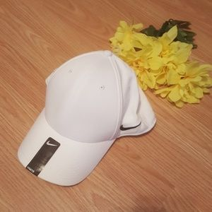 NWT White  Nike Hat